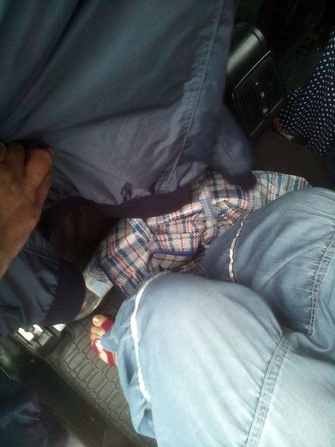 Граждане Молдавии пытались вывезти с Украины ребенка в сумке под сидением - фото 8544
