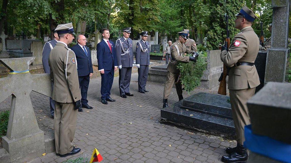 В польском Минобороны почтили память погибших в 1918-1919 гг. воинов УНР - фото 8762