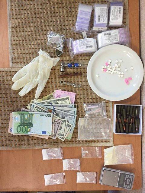 Киевский суд избрал меру пресечения преступникам, сбывавшим крупные партии кокаина - фото 9638