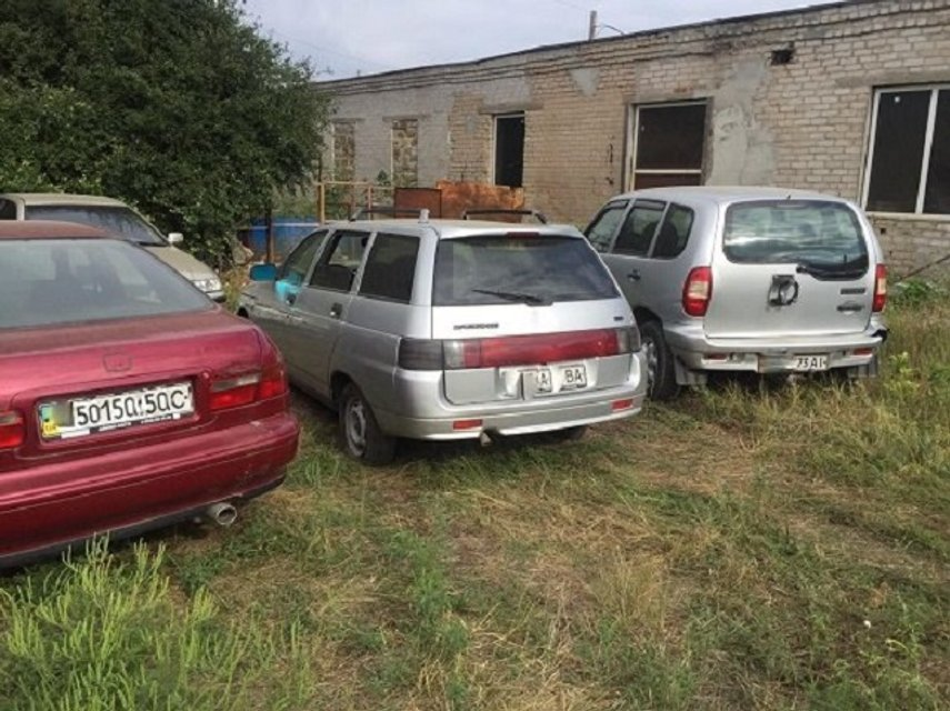 В Мелитополе госчиновники нелегально продали 29 автомобилей со штрафплощадки - фото 10372