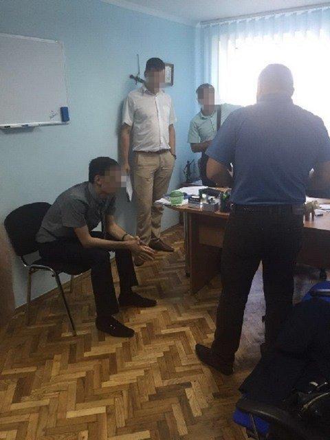 В Киевской области троих прокуроров задержали за коррупцию и вымогательство - фото 10656