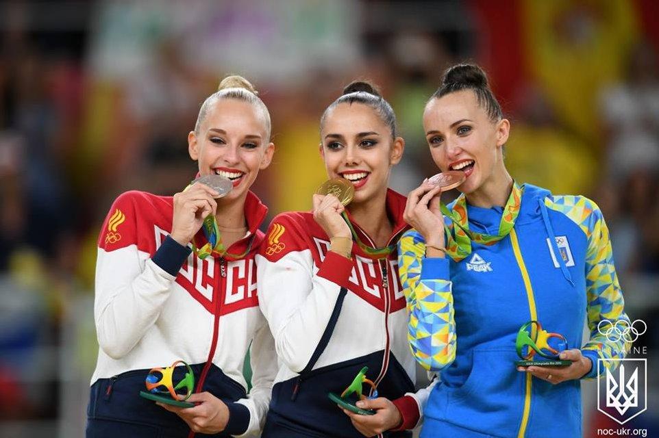 Украинка завоевала бронзу с художественной гимнастики на Олимпиаде в Рио - фото 9486