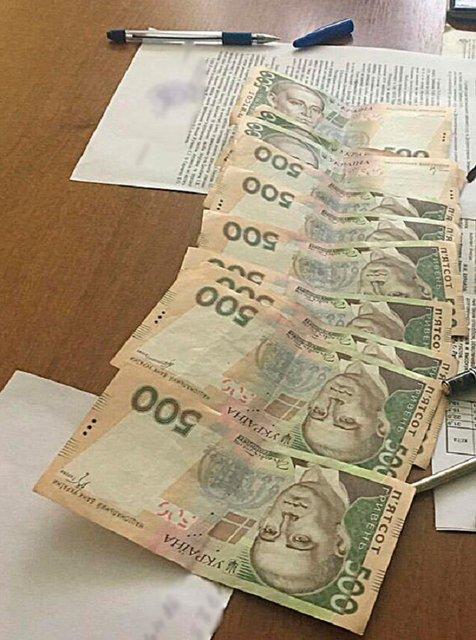Инженера и руководителя госучреждения задержали за взятку под Днепропетровском - фото 9386