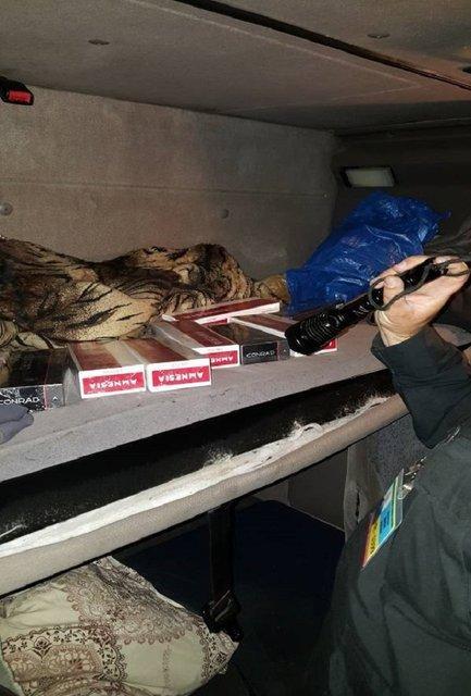 На границе с Румынией перехвачено почти 5 тыс пачек сигарет контрабанды - фото 8864