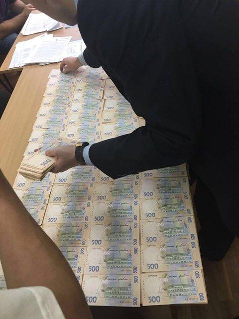 В Киевской области чиновник из Госгеокадастра попался на взятке в 100 тыс гривен - фото 15851