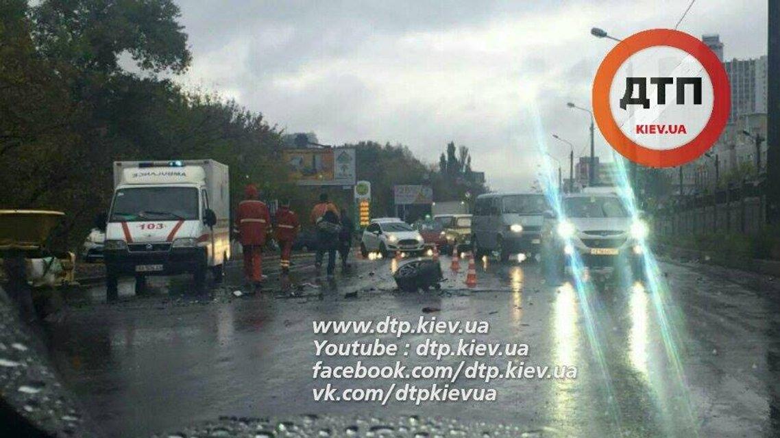 Смертельное ДТП на Броварском проспекте - ВАЗ уничтожился об Ауди - фото 16648