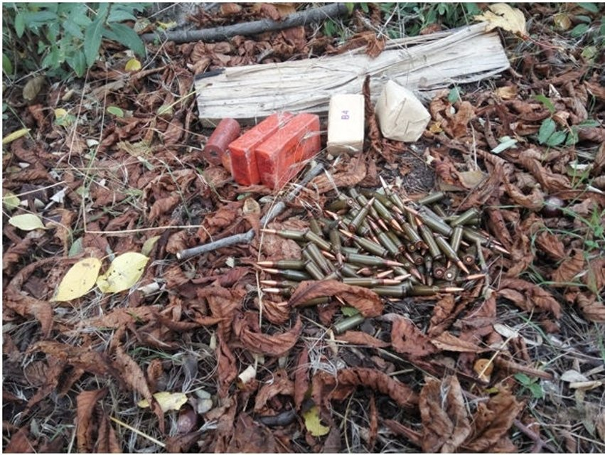 За сутки на Донбассе СБУ изъяла 2 гранатомета, 14 гранат и более 2 тысяч патронов  - фото 18491