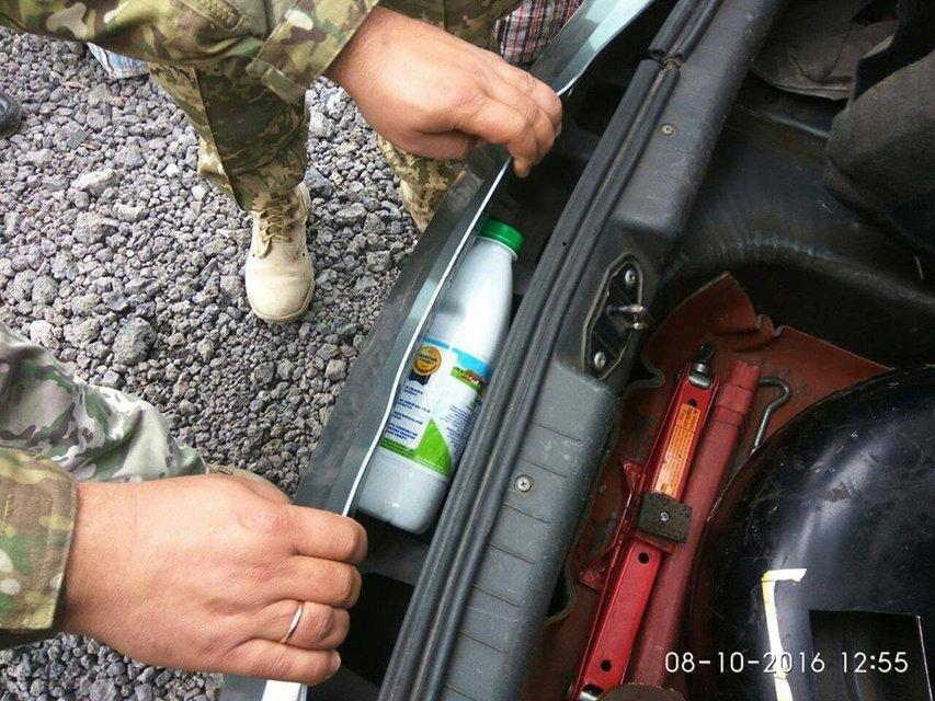 Спецслужбы пресекли ввоз более 3 кг наркотиков в зону АТО - фото 16489