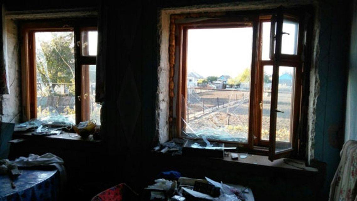Под Мариуполем в результате обстрелов повреждено 4 дома и линии коммуникаций - фото 17847