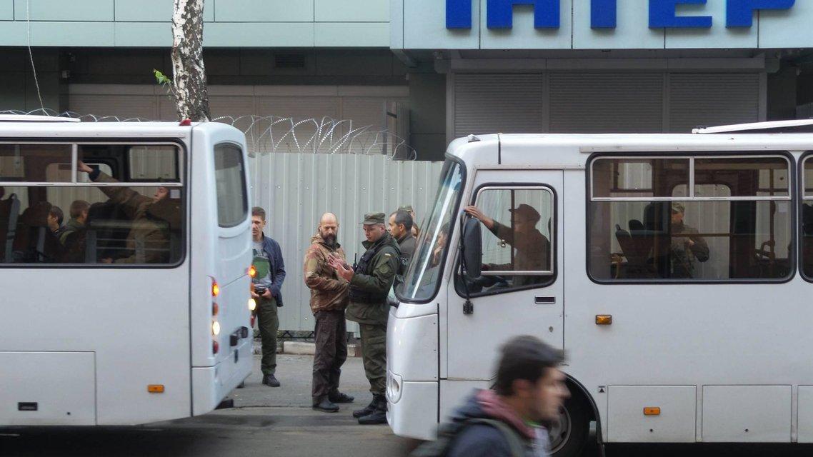 Активисты хотят спилить забор вокрут Интера  - фото 16034
