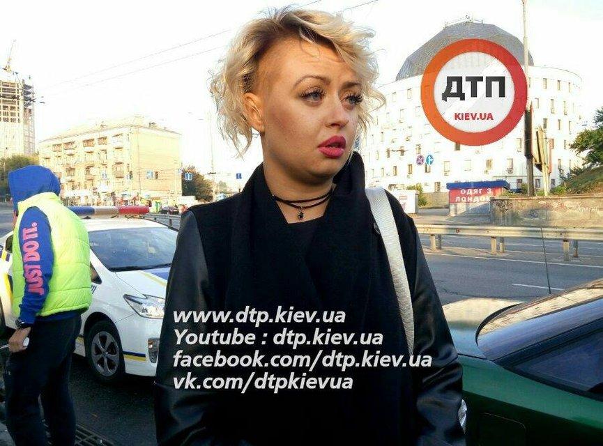 В Киеве полиция задержала пьяную вооруженную компанию на авто - фото 15201