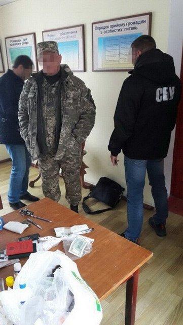 В Одесской области военный требовал взятку за трудоустройство в часть - фото 17520