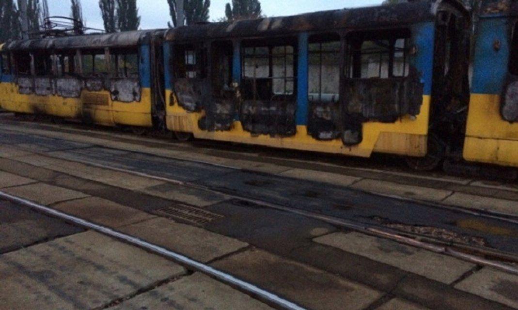 Утром в киевском депо на Левом берегу горели трамваи - фото 16256