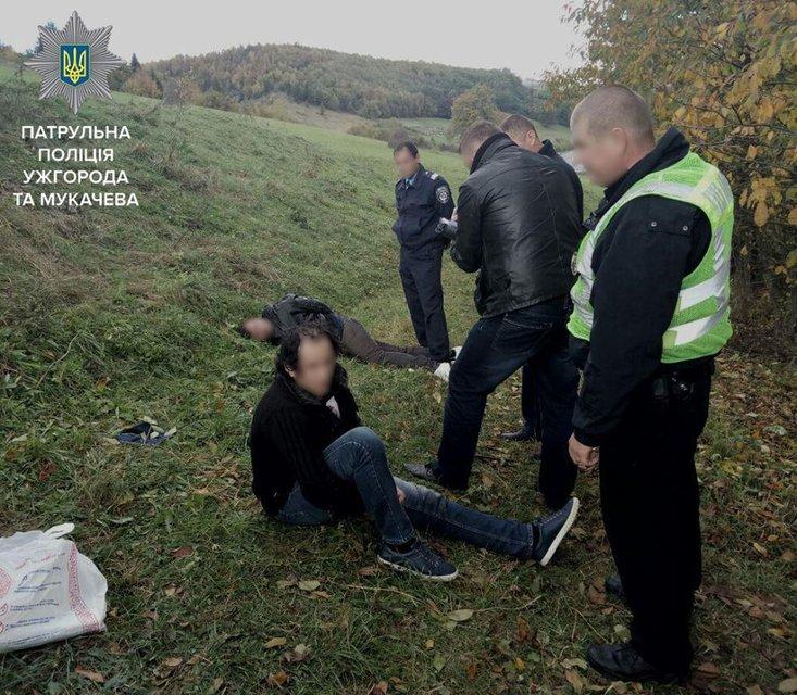 В Закарпатской области полиция со стрельбой задержала грабителей - фото 16434