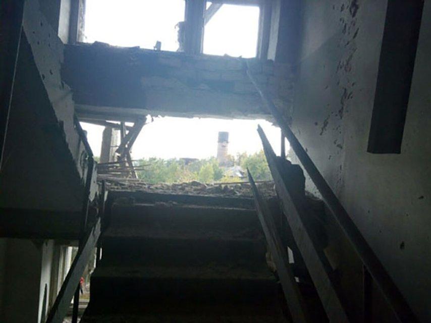В результате ночных обстрелов в Марьинке повреждено 8 домов - фото 17414