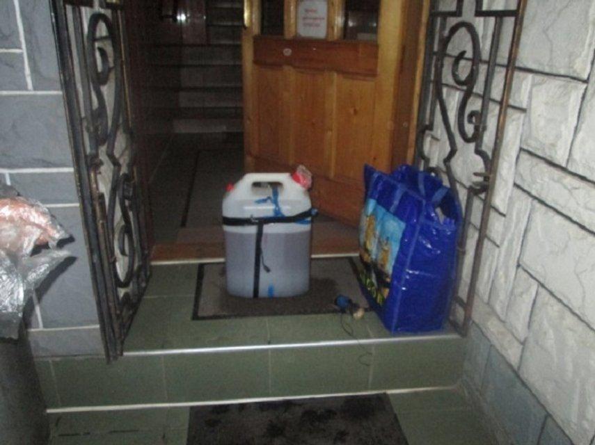 Спецслужбы обезвредили обнаруженную рядом с кафе в Мукачево взрывчатку - фото 18302