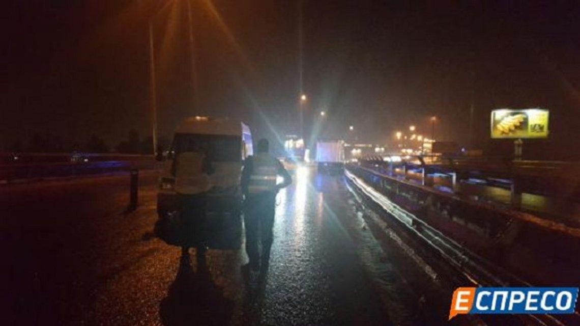 Смертельное ДТП в Киеве: от удара тело вылетело с моста - фото 15757