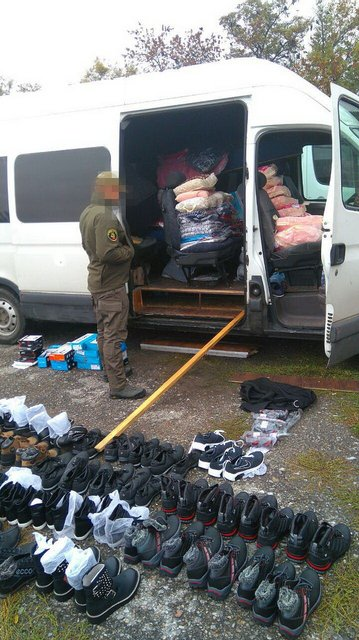 В оккупированный Донбасс везли контрабандных товаров на полмиллиона гривен - фото 17717