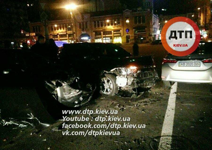 Масштабное ДТП в Киеве - водитель посольства Азербайджан разбил два авто - фото 17316