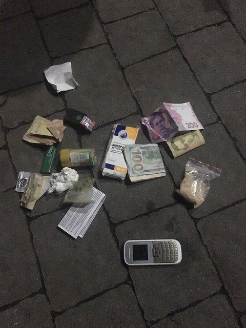 При задержании наркоторговцев в Закарпатской области изъяли товара на 150 тыс. грн - фото 16286