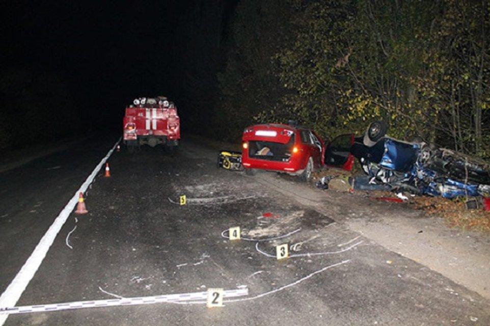 Смертельное ДТП в Винницкой области - двое человек погибло, двое госпитализировано - фото 18319