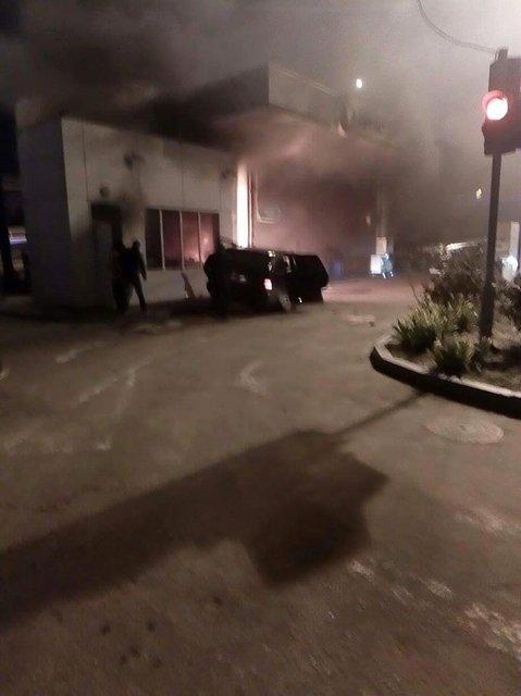 В Одессе прогремело два взрыва и начался пожар - автомобиль протаранил АЗС - фото 17351
