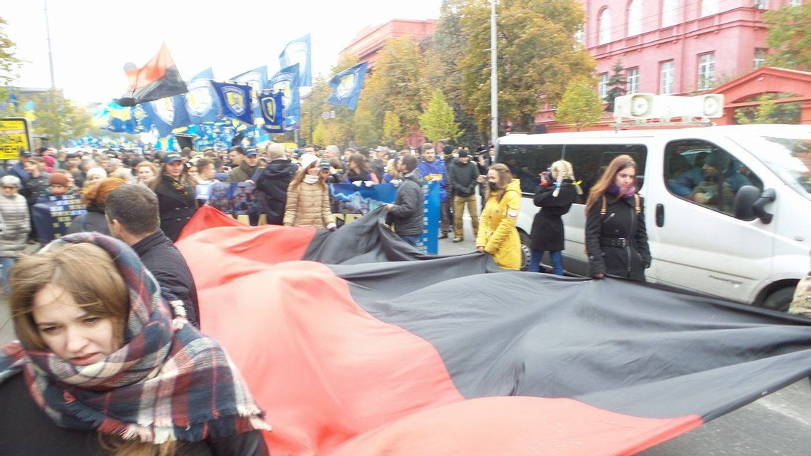 Начался марш Славы Героев от парка Шевченко в сторону Крещатика и Михайловской площади - фото 17221