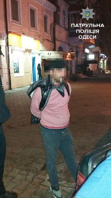 В Одессе виновник ДТП открыл стрельбу по прохожим - фото 15235