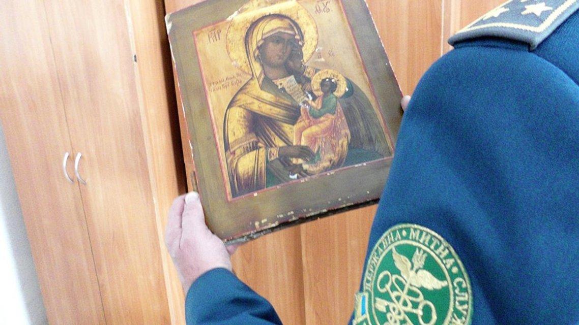Львовские таможенники пресекли попытку контрабанды старинной иконы из Украины - фото 17681