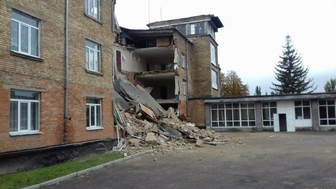 Ученики разрушенной школы в Василькове смогут вернуться к занятиям через три дня - фото 16720