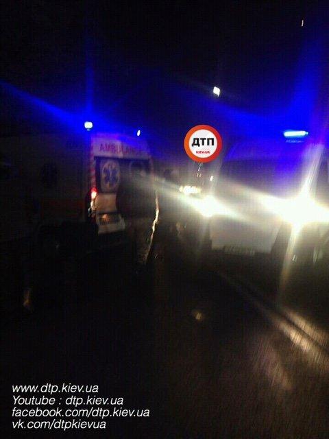 В Борисполе пьяный водитель врезался в авто волонтеров - есть пострадавшие - фото 22096