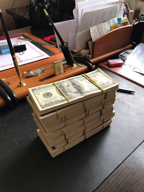СБУ задержала двух чиновников военного концерна на вымогательство 900 тыс. долларов - фото 23535