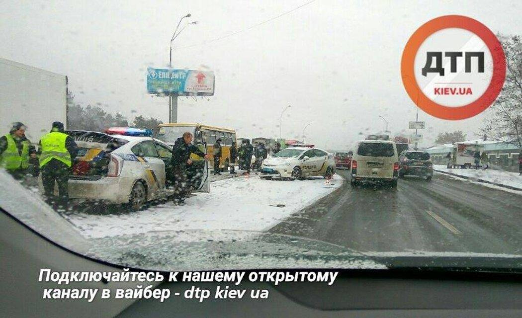Масштабное ДТП в Киеве - пьяный водитель протаранил маршрутку и авто полицейских - фото 23992