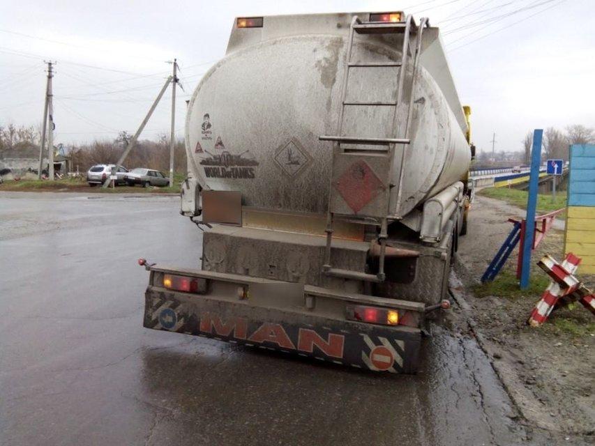 Из России пытались контрабандой ввезти 38 тонн горючего на 800 тысяч гривен - фото 21180