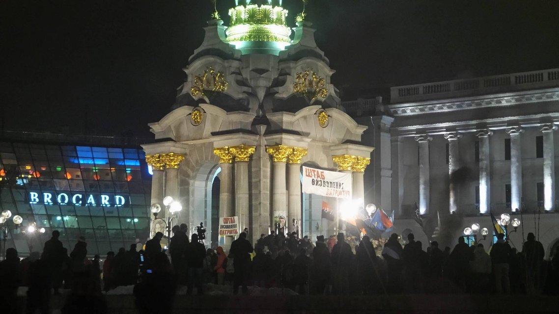 На Майдан свозят шины и призывают громить офис Медведчука - фото 22774