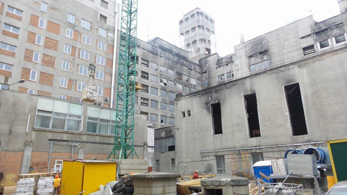 В Киеве начат снос двух этажей, пристроенных над Домом профсоюзов  - фото 22993