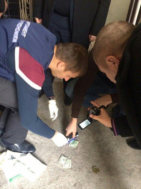 Чиновник из Госгеокадастра в Винницкой области разоблачен на взятке в $2 тыс.  - фото 21266
