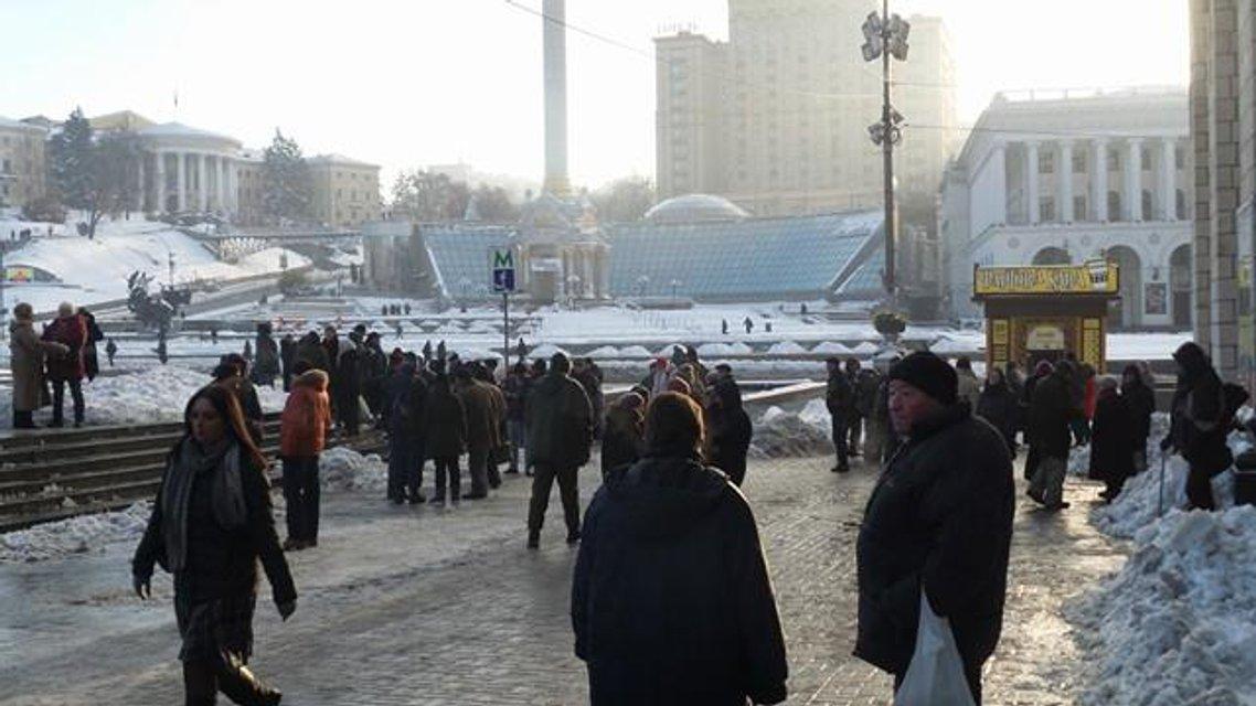 Протесты под НБУ собирают разношерстную публику - фоторепортаж - фото 21783
