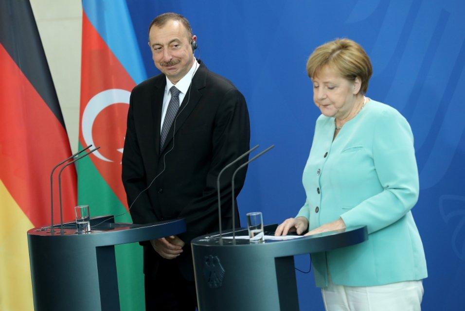 Давай, до свидания. Как Баку сумел безнаказанно выйти из-под влияния Москвы - фото 21289