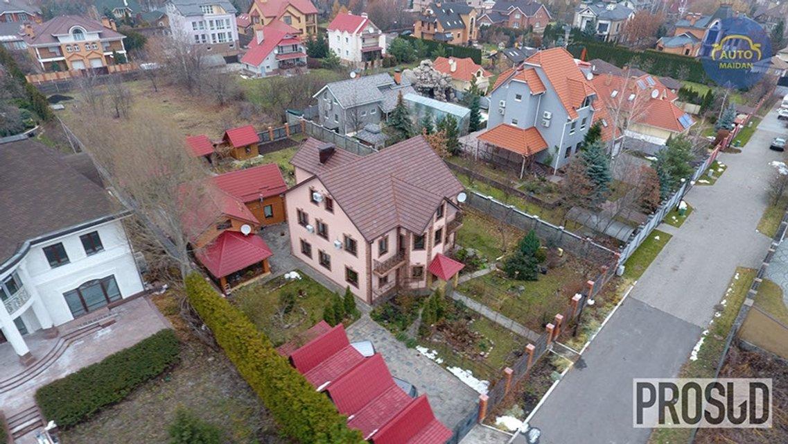 Потомственный судья на одну зарплату нажил особняк, три участка земли и две квартиры - фото 23208