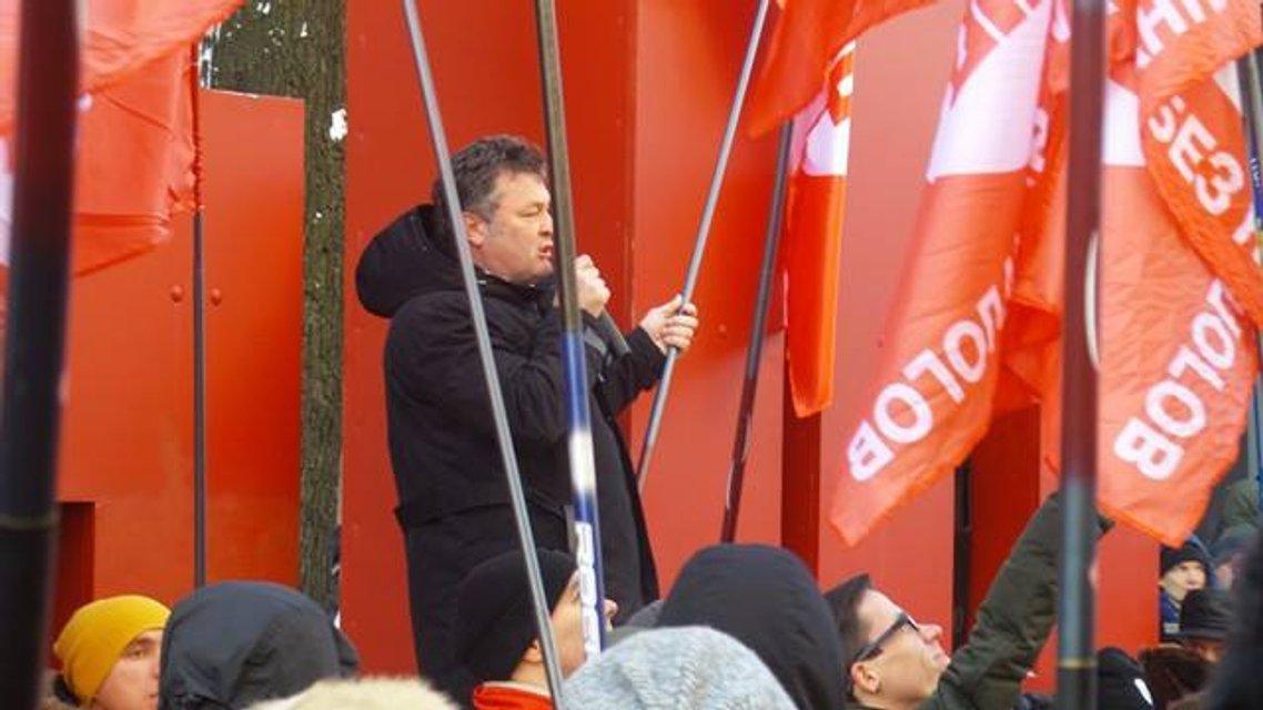 Протесты под НБУ собирают разношерстную публику - фоторепортаж - фото 21793