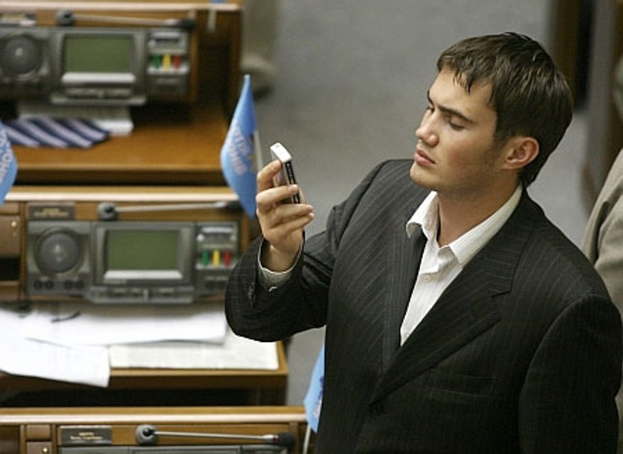 Для Виктора Януковича-младшего депутатство было изнурительной обязанностью - фото 22394