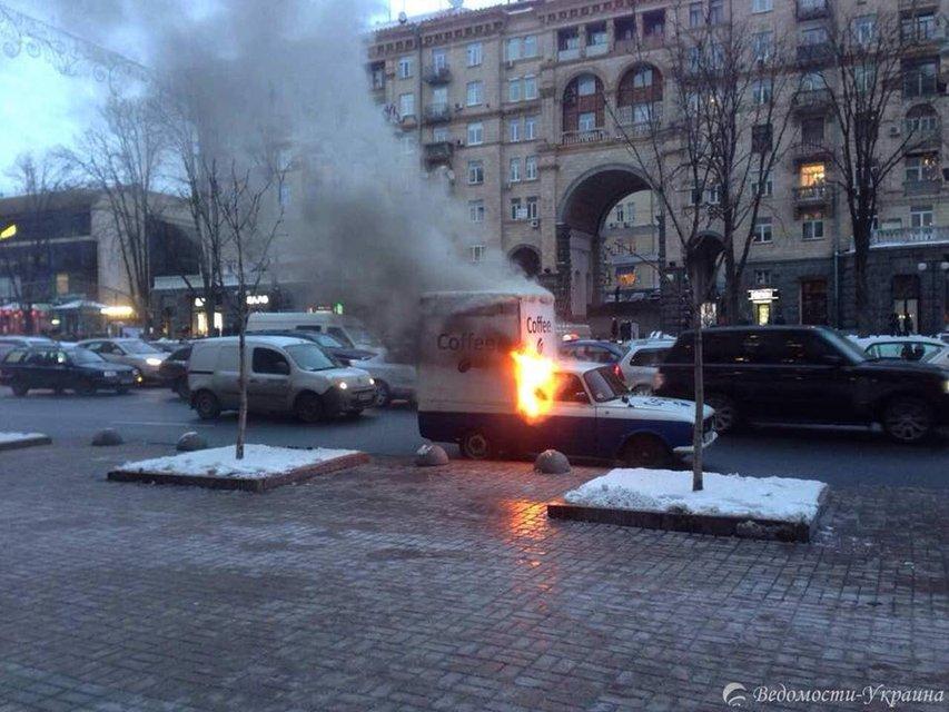 Под зданием КМДА горела автокофейня - фото 24211