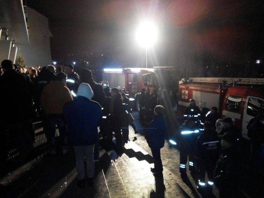 Во Львове в масштабном пожаре в ТЦ пострадало 38 человек - фото 23619