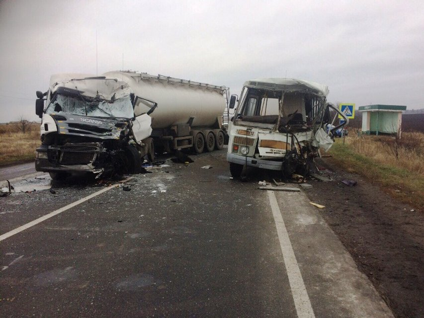 Грузовик протаранил автобус в Киевской области - один человек погиб, 5 травмировано - фото 22481