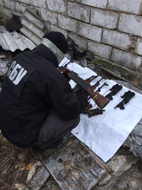 В Киеве и области СБУ и прокуратура прекрили канал поставки оружия из зоны АТО - фото 23309