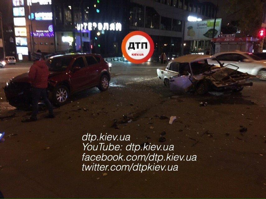 В ДТП возле Южного Ж/Д вокзала в Киеве пострадало 5 человек - фото 21159