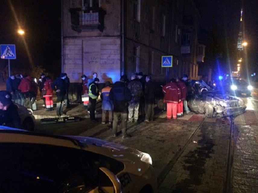 Смертельное ДТП во Львове - пьяный несовершеннолетний врезался в стену дома - фото 21238