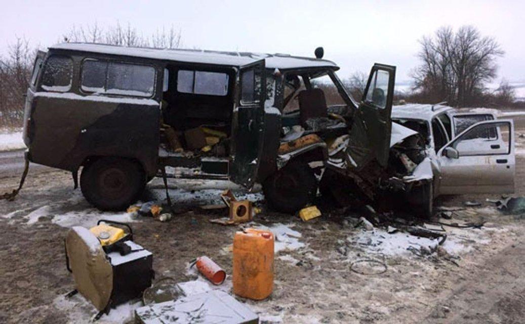 Масштабное ДТП в Донецкой области - из-за лобового столкновения пострадало 8 человек - фото 24690