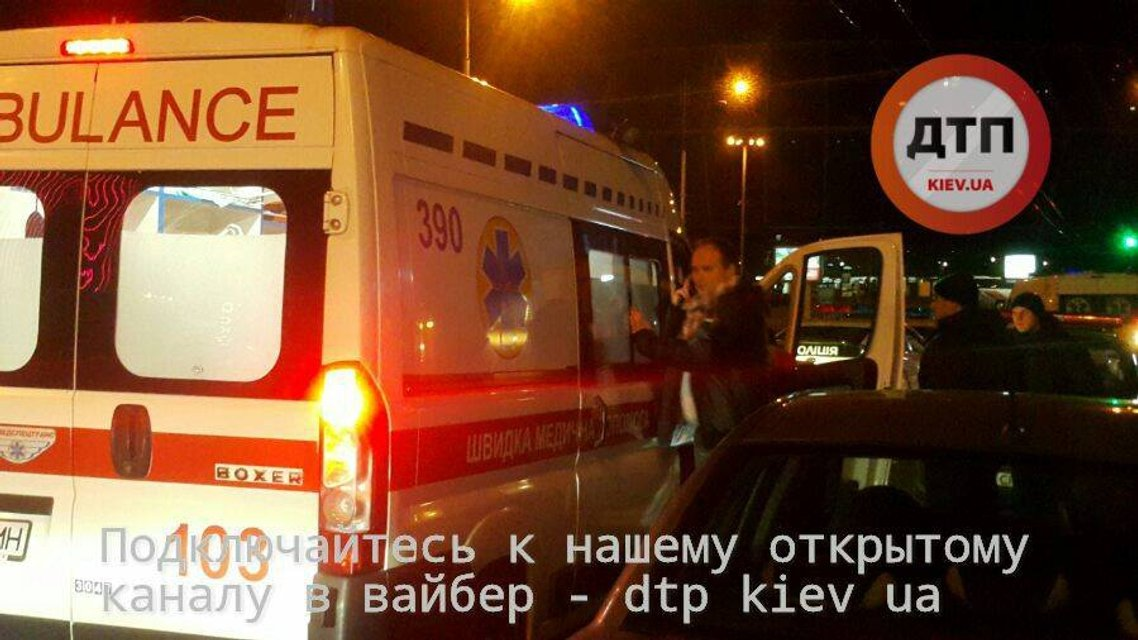Возле Дворца спорта в Киеве случилась кровавая перестрелка - двое человек ранено - фото 28574